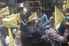 Revisi UU KPK Disahkan, Para Pegawai KPK Kibarkan Bendera Kuning