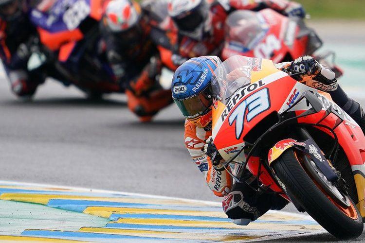 Balapan MotoGP dalam kondisi wet race