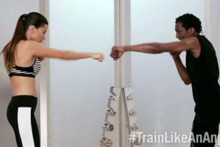 Adriana Lima sudah berlatih tinju selama 13 tahun.