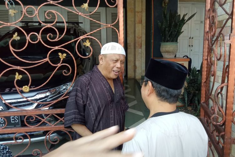 Tersangka kasus dugaan makar Egi Sudjana saat ditemui di kediamannya di Perumahan Vila Indah Pajajaran, Kota Bogor, Selasa (25/6/2019) usai penahanan terhadap dirinya dikabulkan oleh penyidik Polda Metro Jaya.