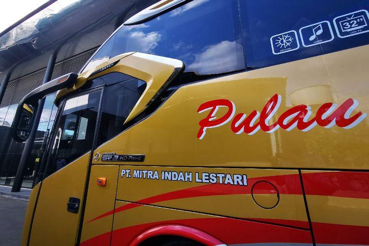Posisi tutup tangki solar bus