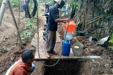 Kekeringan di Tangsel, Warga Rela Mandi dengan Air Rembesan Kali Cisalak