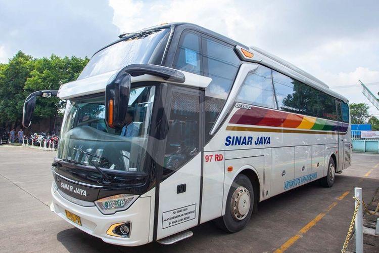 Salah satu armada bus AKAP PO Sinar Jaya