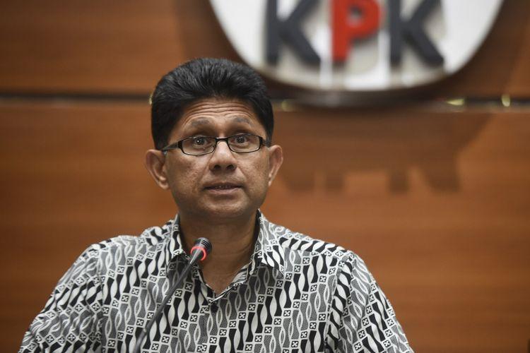 Wakil Ketua KPK Laode Muhammad Syarif memberikan keterangan pers terkait OTT di gedung KPK, Jakarta, Rabu (2/8). KPK menetapkan lima tersangka yang terjaring operasi tangkap tangan (OTT) di Pamekasan, Jawa Timur, yakni Bupati Pamekasan Achmad Syafii, Kajari Pamekasan Rudi Indra Prasetya, Kepala Inspektorat Kabupaten Pamerkasan Sucipto Utomo, Kabag Inspektorat Noer Solehhoddin dan Kepala Desa Dassok, Kecamatan Pademawu, Kabupaten Pamekasan Agus Mulyadi terkait suap dalam penanganan kasus dana desa yang sedang ditangani Kejari Pamekasan. ANTARA FOTO/Hafidz Mubarak A/aww/17.