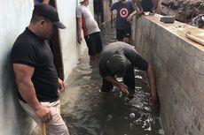 Gang Melati di Bangka Terendam, Warga Buat Lubang Alirkan Banjir ke Saluran Air