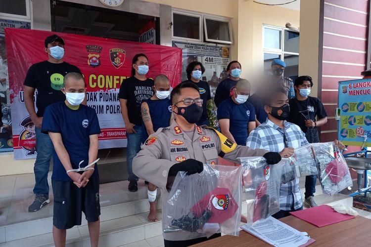 Lima pelaku begal yang menembak sopir taksi online dihadirkan di Polres Lebak, Banten saat konferensi pers, Kamis (20/6/2021).