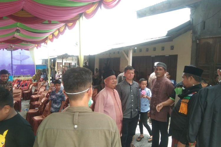 Suasana pembubaran pesta pernikahan oleh Bupati Bener Meriah, Sarkawi di Dusun 60, Kampung Rime Raya, Kecamatan Pintu Rime Gayo, Kamis (26/3/2020).