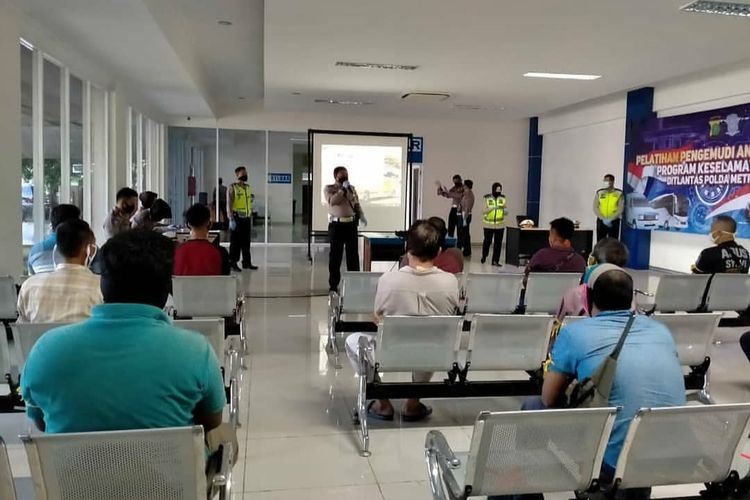 Pelatihan sopir angkutan umum di Satpas SIM Daan Mogot, Cengkareng, Senin (20/4/2020).
