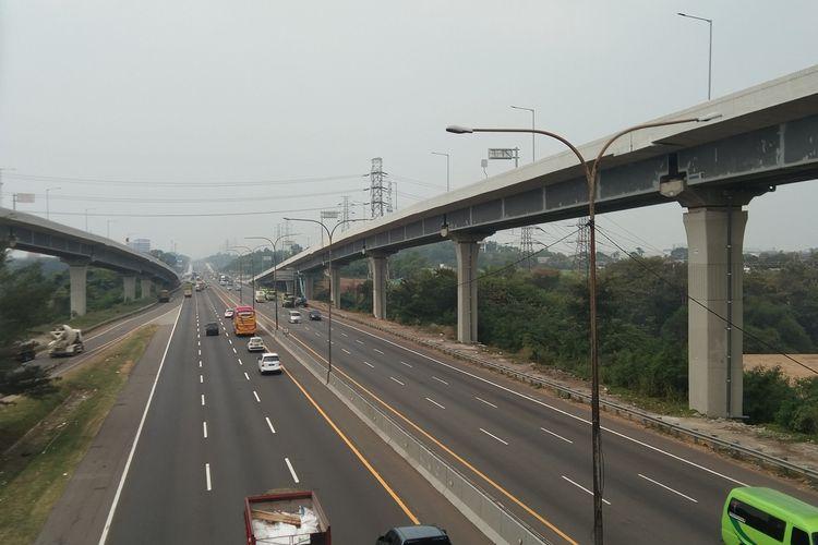 Arus lalu lintas di tol Jakarta-Cikampek pada Kamis (30/7/2020) pukul 15.00 WIB nampak lengang.