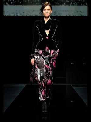 Pertunjukan busana Giorgio Armani di Milan Fashion Week diselenggarakan secara tertutup karena dampak isu virus corona.