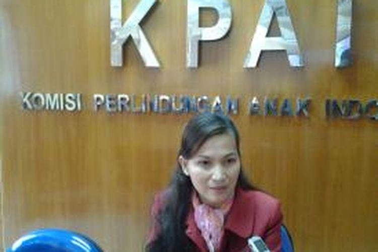 Sekretaris Komisi Perlindungan Anak Indonesia (KPAI) memberikan keterangan ke wartawan di Gedung KPAI, Jakarta, Senin (5/4/2014).