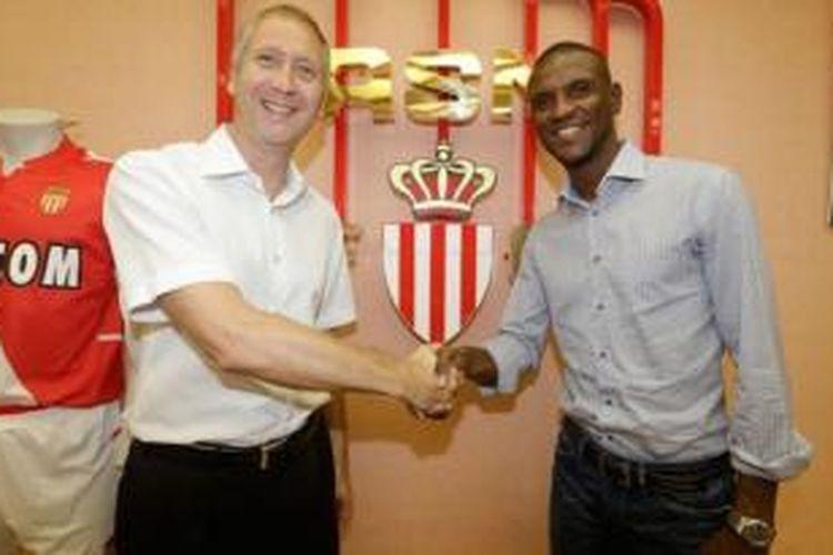 Eric Abidal resmi menjadi pemain AS Monaco.