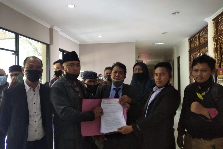 Tim advokasi yang tergabung dalam Badan Konsultasi dan Bantuan Hukum Ikatan Keluarga Alumni (BKBH IKA) Fakultas Hukum Unissula mendatangi Mapolrestabes Semarang pada Rabu (14/10/2020).