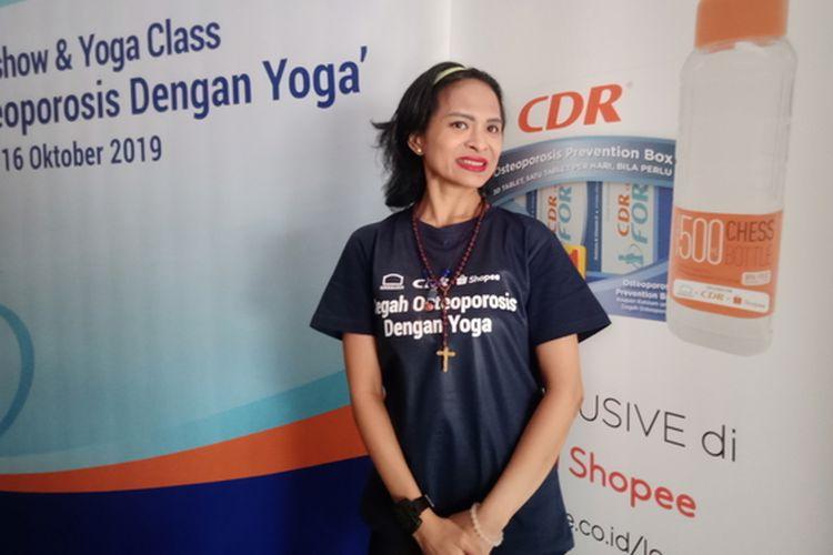 Instruktur yoga Astrid Amalia.