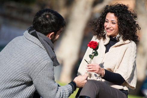 Wanita Lebih Tergoda Emas ketimbang Bunga atau Cokelat?