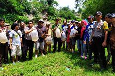 Jaga Ekosistem Sungai, Relawan di Jember Tebar 36.000 Ikan