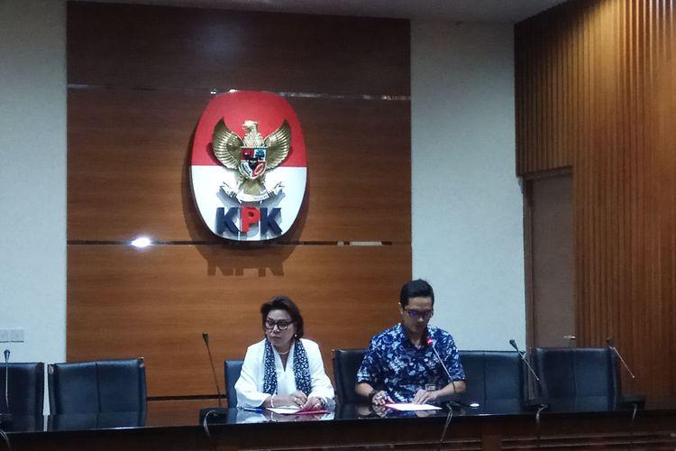 Wakil Ketua Komisi Pemberantasan Korupsi (KPK) Basaria Panjaitan mengatakan Bupati Kutai Kartanegara, Kalimantan Timur, Rita Widyasari (RIW) ditetapkan sebagai tersangka kasus dugaan suap dan gratifikasi bersama dengan dua orang swasta lainnya. Jakarta, Kamis (28/9/2017).