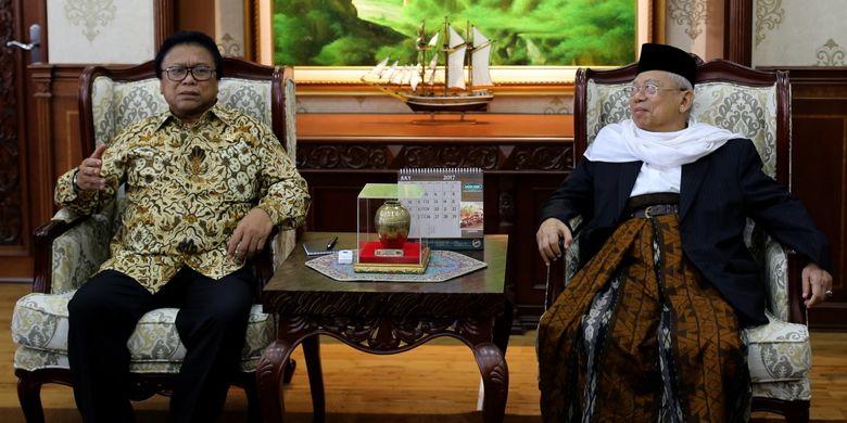 Ketua Umum Majelis Ulama Indonesia KH Maruf Amin bertemu dengan Ketua DPD  Oesman Sapta Odang di Kompleks Parlemen, Senayan, Jakarta, Rabu (19/7/2017). KH Maruf Amin mendukung langkah pemerintah mencabut status badan hukum Hizbut Tahrir Indonesia (HTI) sepanjang terbukti kebenarannya.