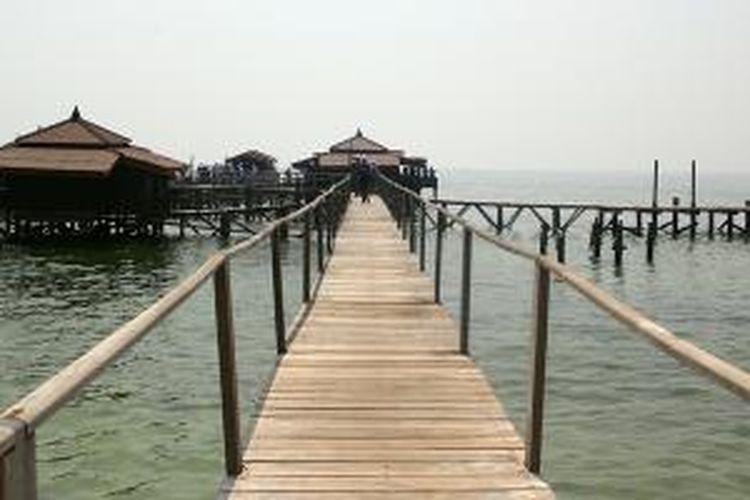 Cottage terapung di Pulau Bidadari, Kepulauan Seribu, Jakarta.