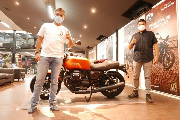 Pemilik pertama Moto Guzzi New V7 Stone di Indonesia