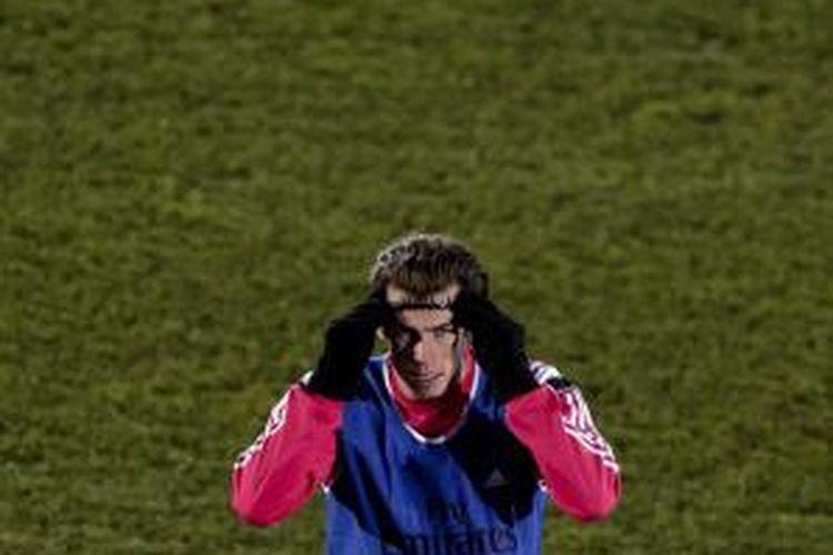 Pemain sayap Real Madrid Gareth Bale pada sesi latihan tim di Valdebebas, Madrid, Minggu (28/12/2014).
