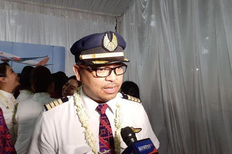 pilot Batik Air yang turut dalam evakuasi WNI dari Wuhan karena virus corona, Destyo Usodo saat menceritakan pengalamannya menjalani misi kemanusiaan tersebut di Jakarta, Sabtu (15/2/2020).