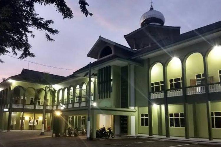 RUANG ISOLASI—Inilah Wisma Darussalam milik Pondok Modern Darussalam Gontor Ponorogo yang dijadikan sebagai tempat isolasi santri yang reaktif setelah menjalani uji rapid test. Dari 850 penghuni pondok yang dirapid test dilaporkan 60 orang reaktif.