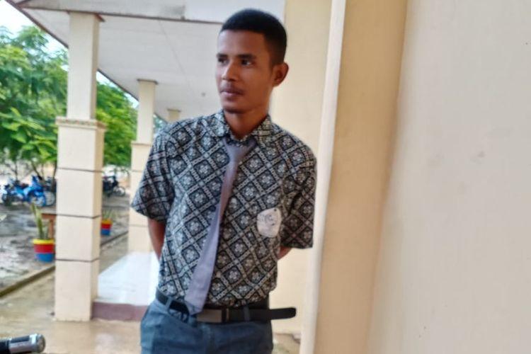 Nelson Nilmuseda (19) sosok inspiratif di SMKN Seimanggaris, demi sekolah rela berpisah dengan ibunya dan menyewa rumah transmigran (rusmini)