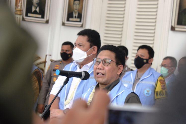 Menteri Desa, Pembangunan Daerah Tertinggal dan Transmigrasi (PDTT) RI Abdul Halim Iskandar saat memberikan keterangan di depan wartawan di Pendopo Bupati Cianjur, sebelum meninjau lokasi percontohan Program Desa Bersih Narkoba di Kecamatan Pacet, Cianjur, Selasa (23/3/2021).