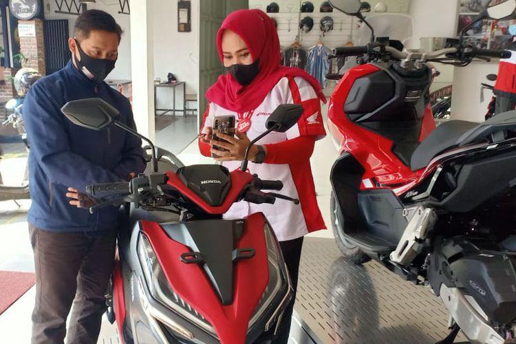 Ilustrasi membeli motor di diler Honda di Jawa Barat