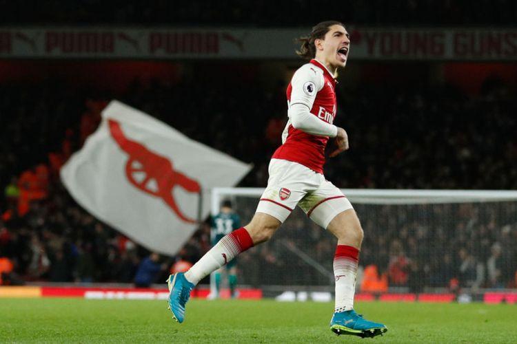 Bek Arsenal, Hector Bellerin, meluapkan kegembiraan seusai mencetak gol ke gawang Chelsea pada pertandingan Premier League di Stadion Emirates, Rabu (3/1/2018).