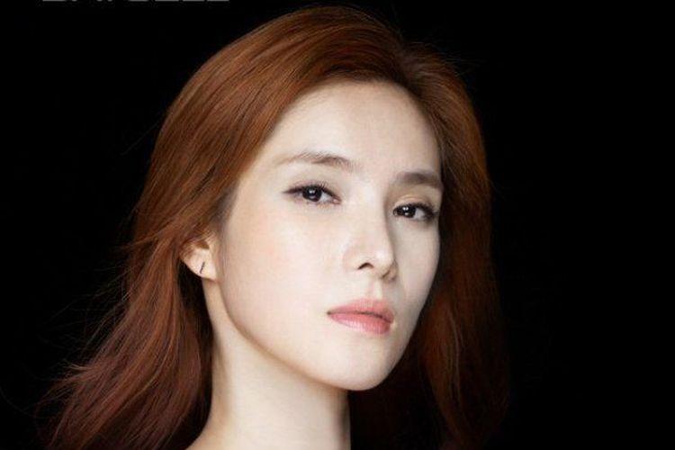 Penyanyi wanita asal Korea Selatan bernama Park Ji Yeon atau Gummy.