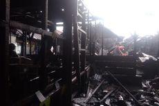 Kebakaran Hanguskan 15 Rumah, 2 Warga Tersengat Listrik Saat Padamkan Api, 1 Tewas