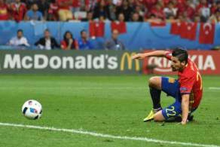 Pemain sayap Spanyol, Nolito, mencetak gol ke gawang Turki pada partai Piala Eropa Grup D di Stadion Allianz Riviera, 17 Juni 2016.