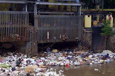 Pintu Air Manggarai Penuh Sampah, Dinas Kebersihan Keluhkan Dinas PU