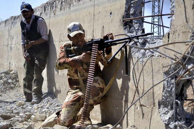 Pasukan Suriah yang didukung Rusia terus mendesak posisi ISIS di kota Deiz Ezzor.
