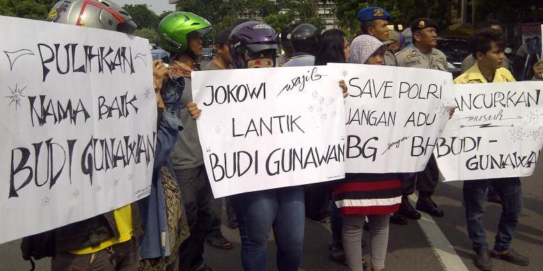 Aksi pendukung Komjen Budi Gunawan sebagai Kapolri di depan Gedung DPRD Jatim.