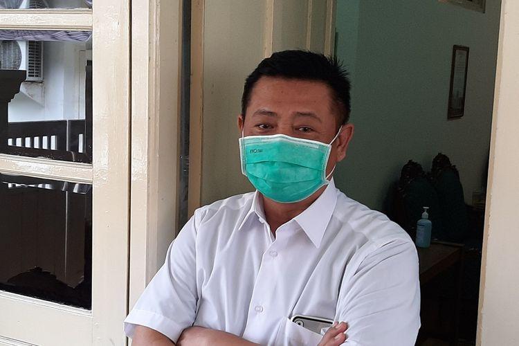 Sekda DIY Kadarmanta Baskara Aji saat menemui wartawan di Kepatihan, Selasa (21/04/2020)