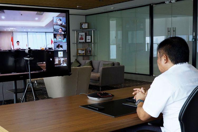 Direktur Utama Telkom Ririek Adriansyah mengikuti acara kick off virtual melalui aplikasi video conference CloudX Pengembangan Ekosistem Pasar Digital Usaha Mikro, Kecil dan Menengah (PaDi UMKM) yang dipimpin langsung Menteri BUMN Erick Thohir di Jakarta, Senin (15/6).