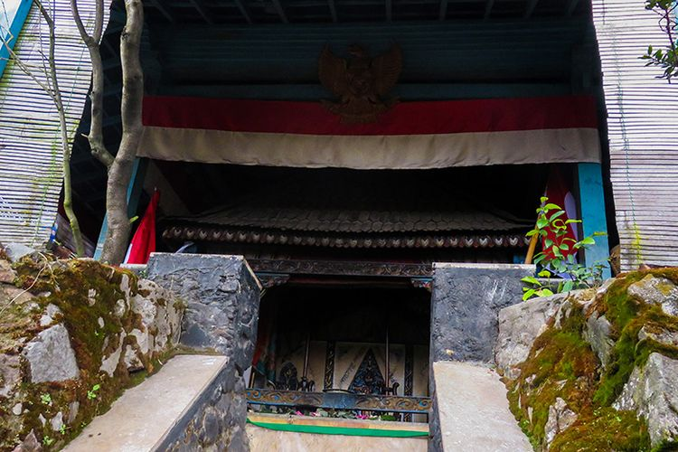Hargo Dalem di Gunung Lawu. Konon tempat moksa-nya Raja Terakhir Majapahit, Prabu Brawijaya V.