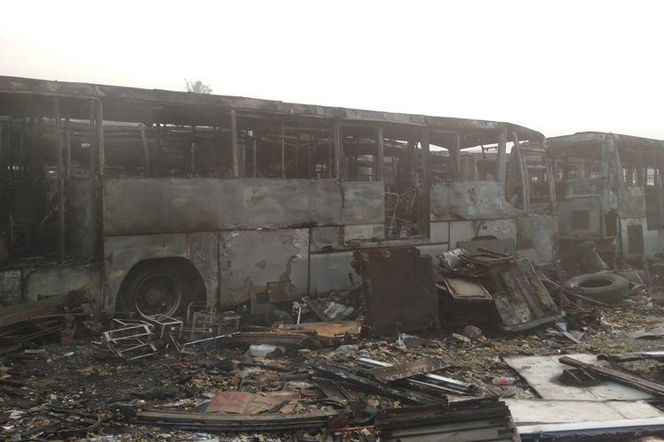 ilustrasi/Puluhan bus terbakar di terminal Pondok Cabe, Tanggerang Selatan, Jumat (27/9/2019)