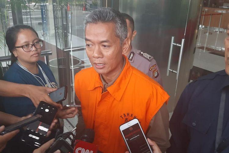 Eks Komisioner KPU Wahyu Setiawan setelah diperiksa penyidik di Gedung Merah Putih KPK, Rabu (5/2/2020).