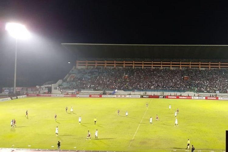 Suasana pertandingan babak penyisihan Grup C terakhir Piala Presiden 2019 antara PSIS Semarang vs PSM Makassar di Stadion Moch Soebroto, Sabtu (16/3/2019).