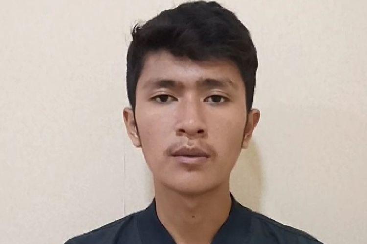 Tafkirul Ikhlas, mahasiswa yang melakukan penurunan foto Presiden Jokowi saat demo di DPRD Sumbar, Rabu (25/9/2019)