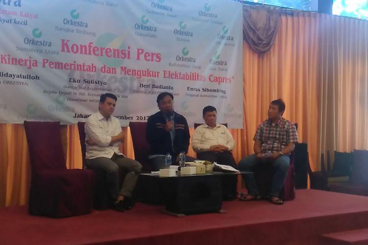 Rilis survei Organisasi Kesejahteraan Rakyat (Orkestra), Jakarta, Minggu (3/12/2017). Joko Widodo masih memiliki elektabilitas paling tinggi diantara tokoh lain (24,38 persen), meski hanya berselisih tipis dari Prabowo Subianto (21,09 persen).