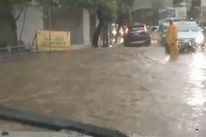 Banjir Setinggi 30 Cm di Jalan Kebagusan Raya, Arus Lalu Lintas Tersendat