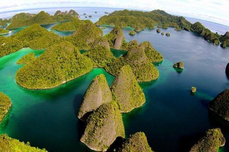 Kepulauan Wayag di Raja Ampat, Papua.