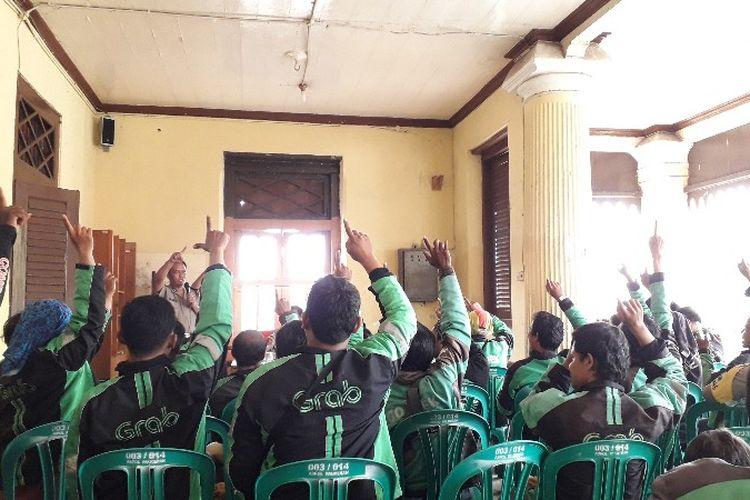 31 pengendara ojek online berkumpul untuk membacakan ikrar mencegah aksi persekusi di Palmerah, Jakarta Barat pada Selasa (6/3/2018).