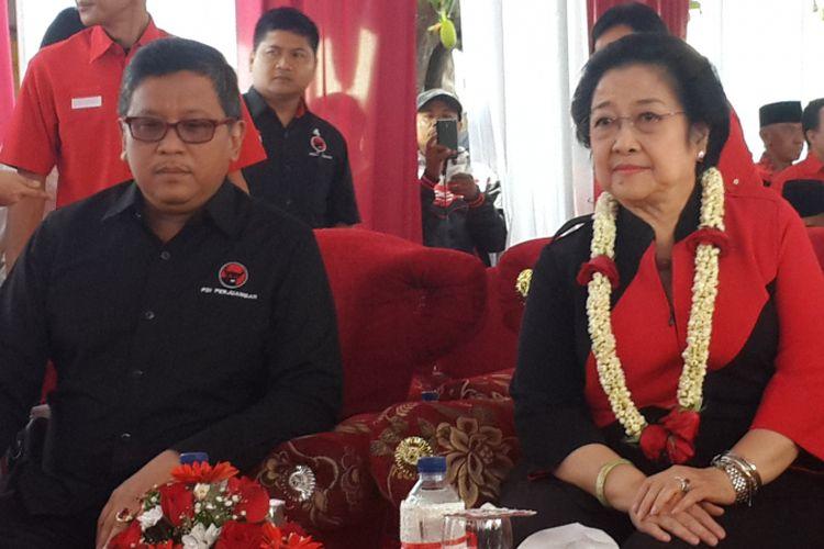 Ketua Umum PDI Perjuangan Megawati Soekarnoputri (kanan) dan Sekretaris Jenderal PDI Perjuangan Hasto Kristiyanto. Gambar diambil pada Minggu (10/9/2017).