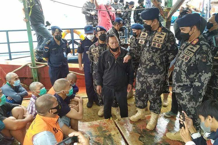 Satu unit kapal ikan asing (KIA) asal Vietnam yang tengah melakukan pencurian ikan di Laut Natuna, Kepulauan Riau (Kepri) tenggelam saat pengejaran yang dilakukan oleh petugas Pengawas Sumber Daya Kelautan dan Perikanan (PSDKP) Batam, Selasa (17/8/2021) kemarin.